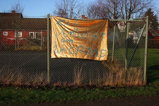 leyla rodriguez, banner, zur antwort am wegrand